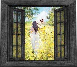 Femme sortant par la fenêtre
